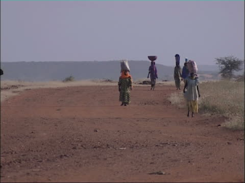 African women carrying goods on their head. Niger, West Africa. video