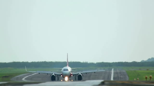 Aiplane taxiing video