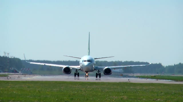 HD  - Aircraft on the runway video