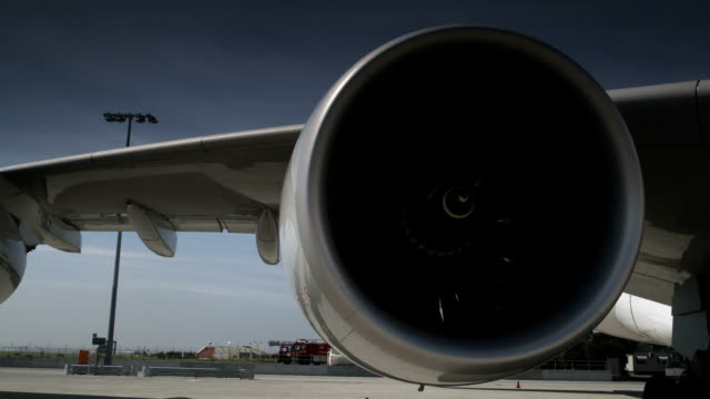 Airplane's (747) turbine spins video
