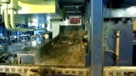 Aluminium recycling - briquette 04 press video