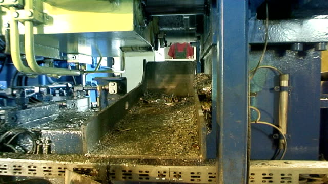 Aluminium recycling - briquette 04 press video