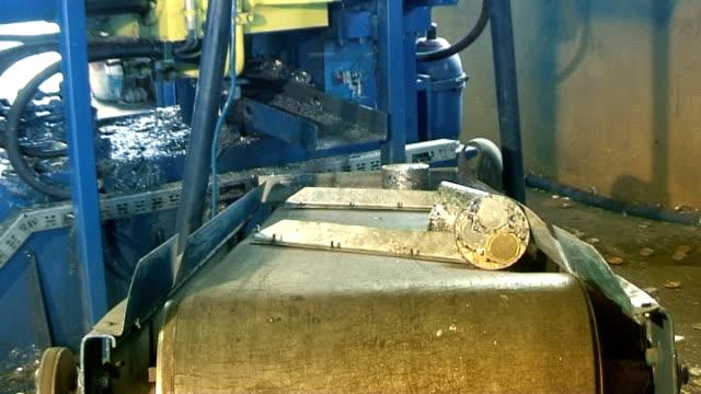 Aluminium recycling - briquette 08 video
