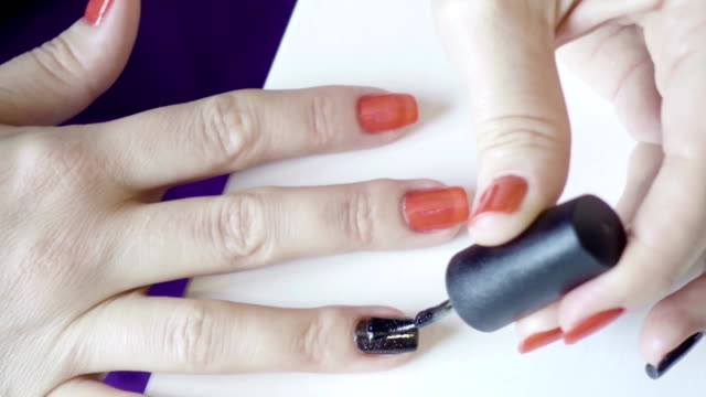 Application of colored nail of lacquer on video
