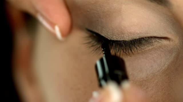HD: Applying Eyeliner video