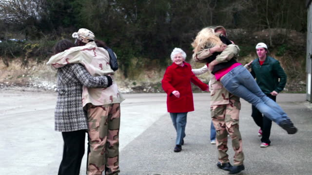 Army soldier returning home video