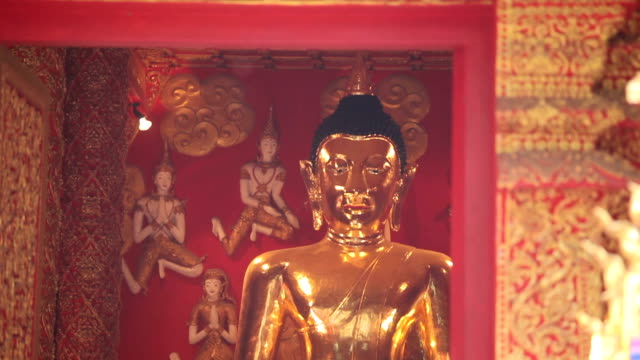 Asian people praying with candle light with temple in wat phra that lampang luang, Thailand video
