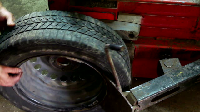 Assembly and disassembly of auto tires video