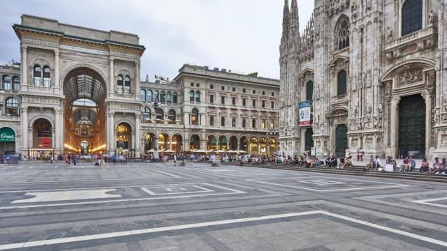 T/L at Duomo Square in Milan video