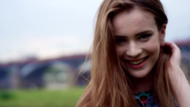 Attractive brunette girl in big city. video