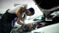 Auto mechanic repair engine video