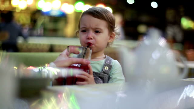 baby drink juice from mother's hands video