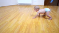 Baby go on all fours at home video