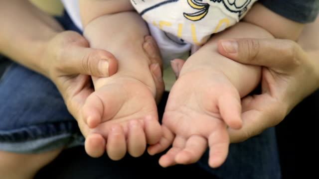 Baby hands in the hands of mom video