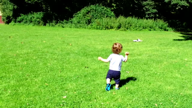 SLOW MOTION: Baby's first steps video