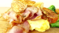 Bacon and scrambled eggs video