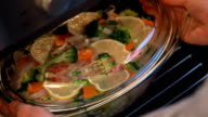 Bake tilapia with vegetables, dietary dish video