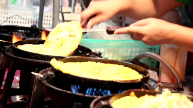 banana pancake cooking in night thai market video