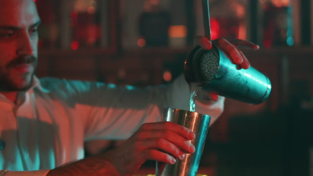 Bartender mixing a drink 4K video