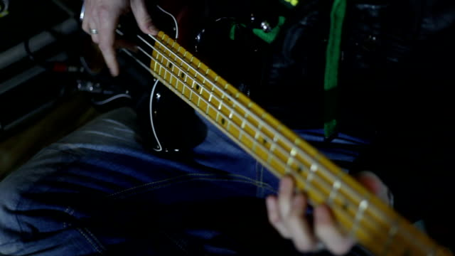 HD CLOSE UP: Bass guitar video