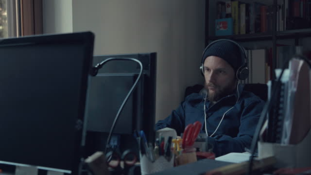 Bearded man at work in the coworking startup office video