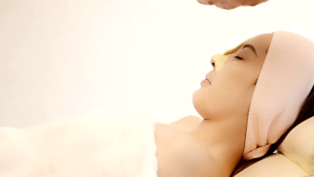 Beautician applying face mask video