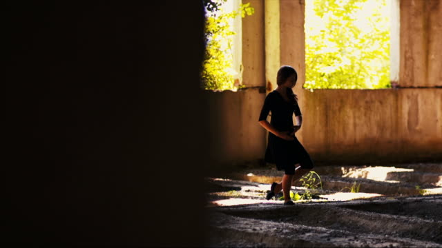 Beautiful Dancing Girl video