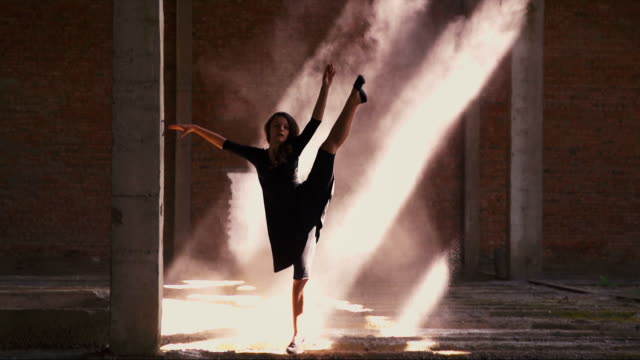 Beautiful Girl is Dancing in the Sun video