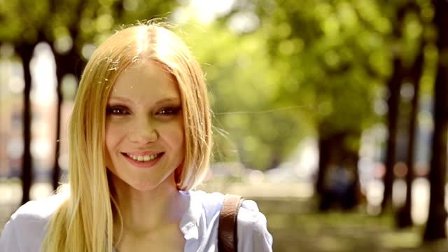 HD Beautiful girl urban park video portarit video