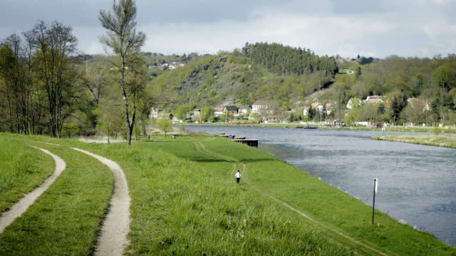Beautiful natural valley with river, path with runner, jogging sportsmen. video