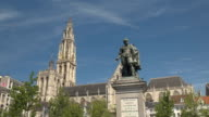 CLOSE UP: Beautiful Petro Paulo Rubens statue on Green Square in Antwerp video