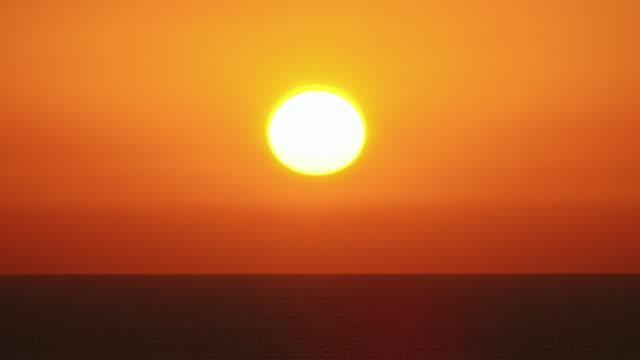 Beautiful Sunset / sunrise (if invertd) time-lapse video