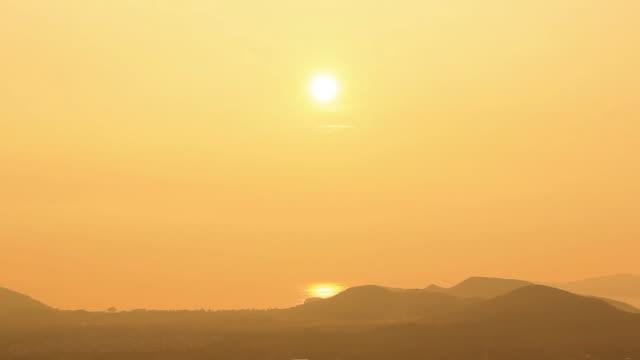 Beautiful Sunset / sunrise (if invertd) timelapse video