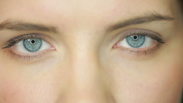 Beauty open eyes video
