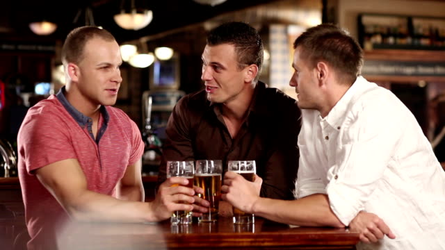 Best friends in the Pub video