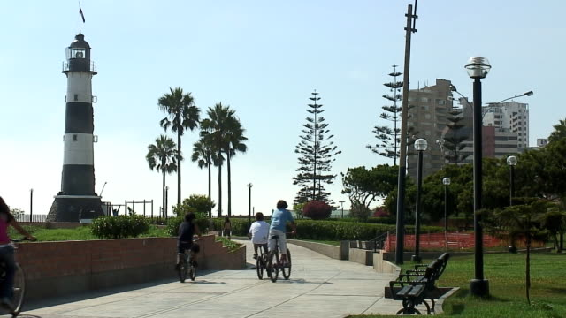 Bicyclist in Lima Peru video