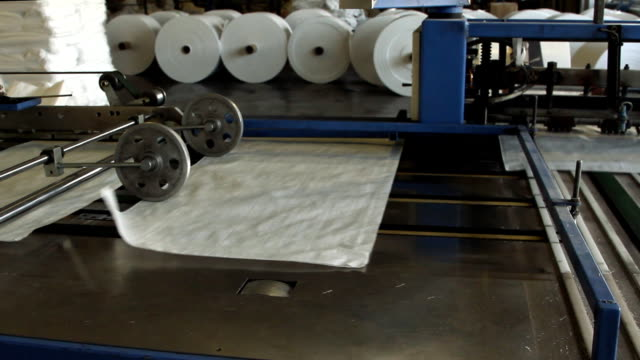 Big polymeric tape roll unreel for a printing press video