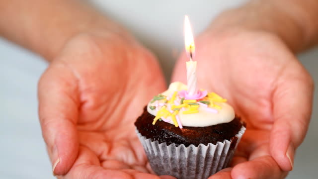 Birthday Cupcake video