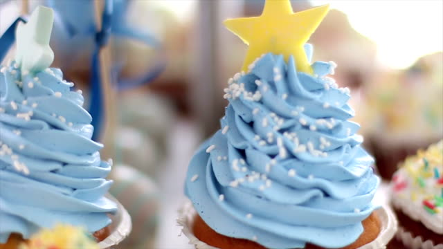 Birthday cupcakes video