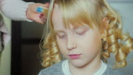 Blonde funny girl 5 years wind the hair using curlers video
