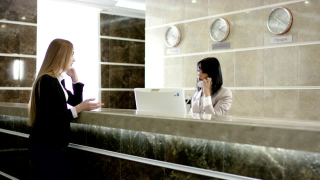 blondie girl argueing with the reception and solving problem by phone video