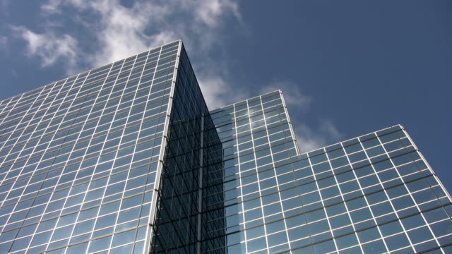 Blue mirrored office tower. Time lapse cloud reflections. video
