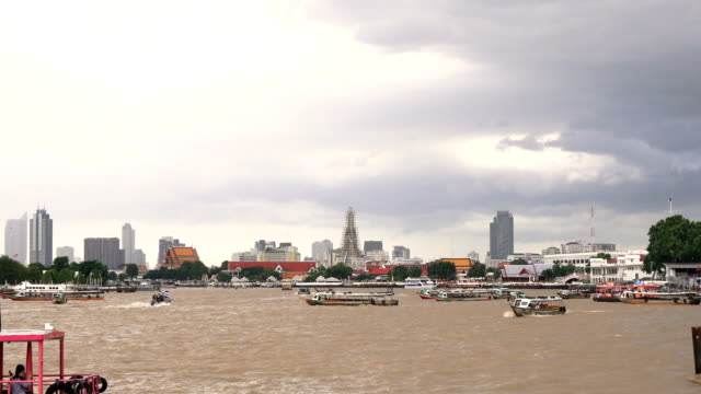boat at Chao Phraya River video