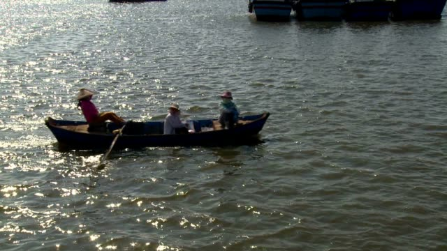 boat over mekong video