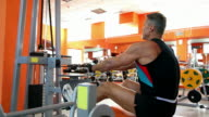 Body builder - Rowing machine video