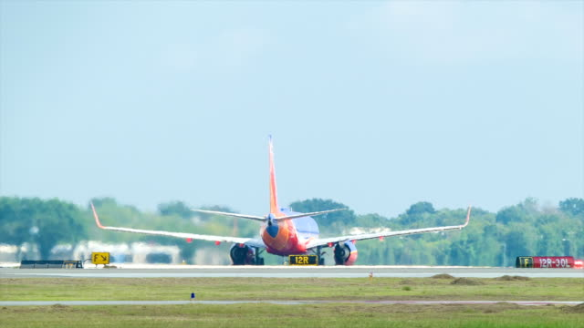 Boeing 737 Taking Off from Houston Hobby Airport video