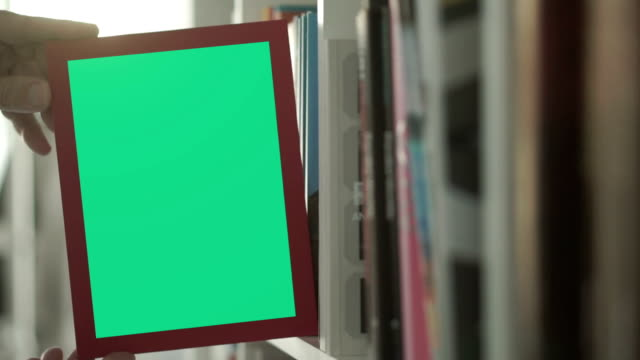 Bookshelf chromakey          ID video