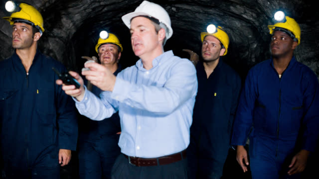 Boss showing miners what to look for video