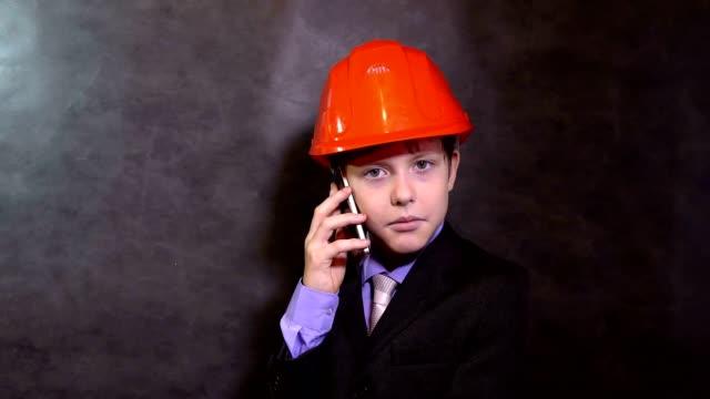 boy builder smartphone video