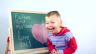 boy draws compliments for parents video